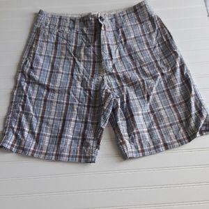 Men patterns blue & maroon tones short pants